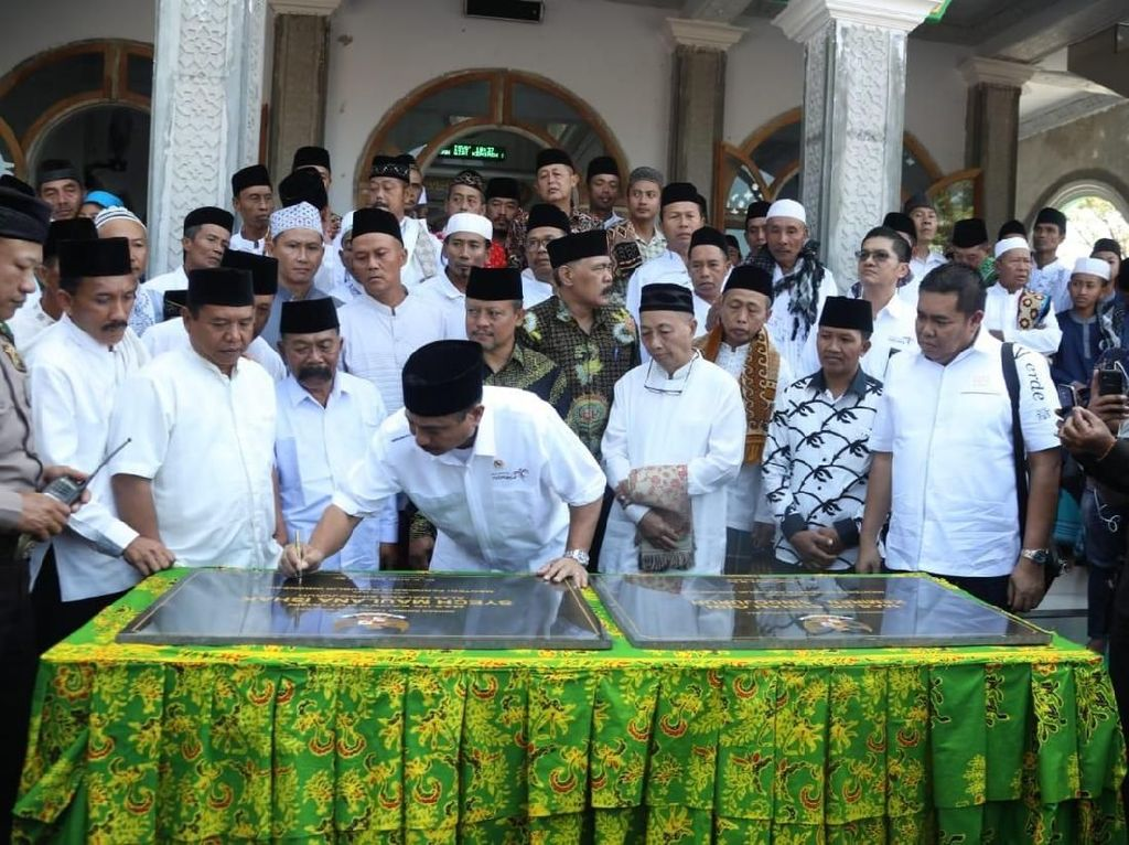 Tanda Tangani Prasasti, Menpar Resmikan 2 Masjid di Banyuwangi