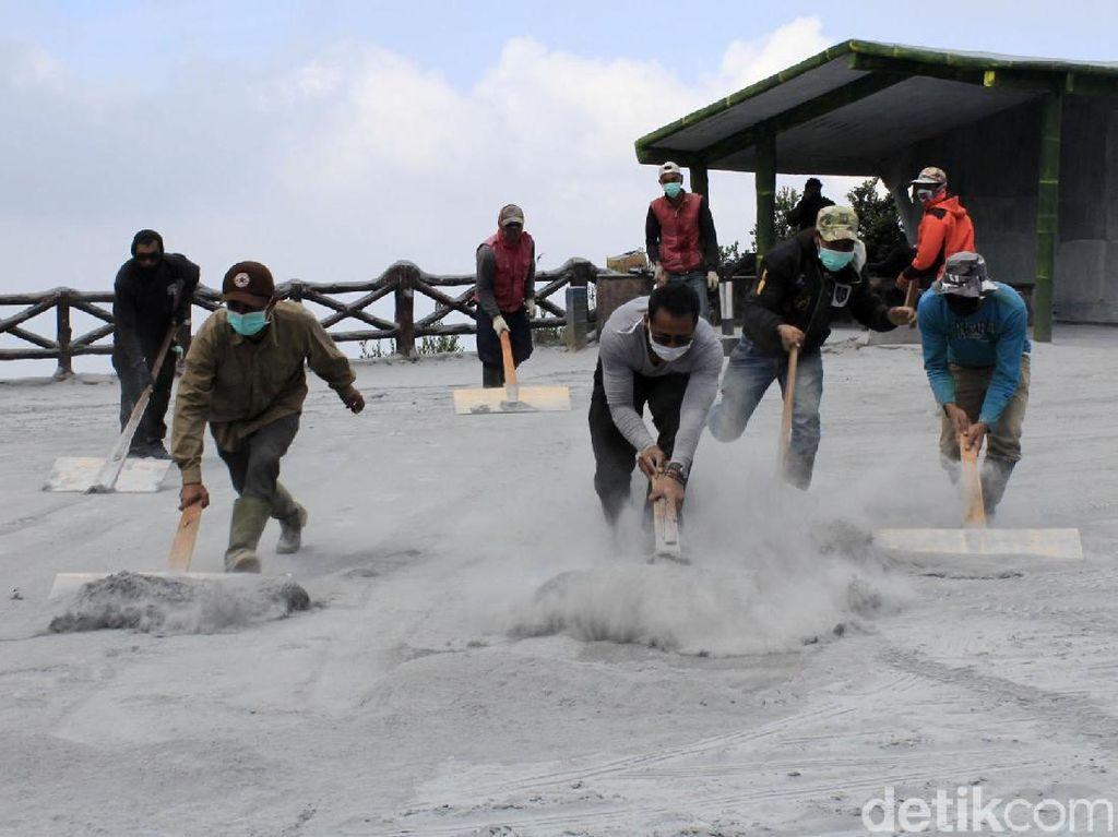 Suasana di Akhir Pekan Pascaerupsi Tangkuban Perahu