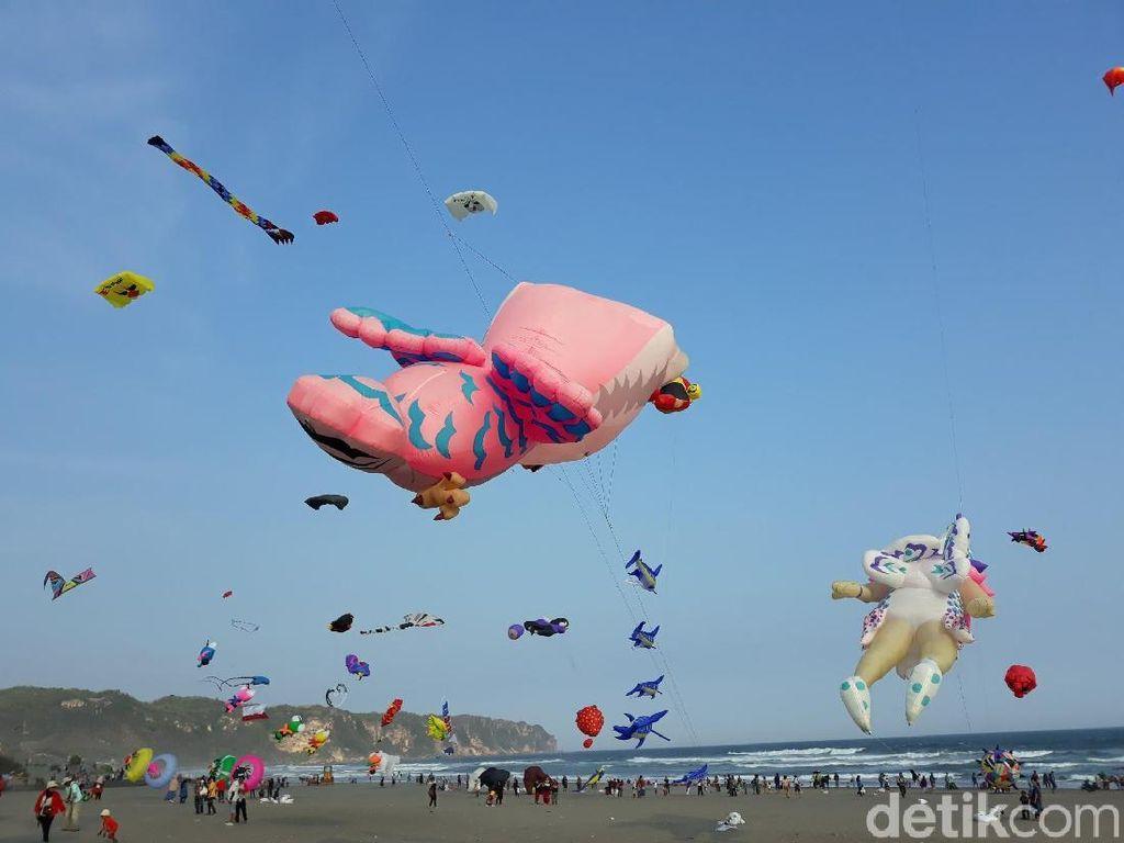 Serunya Festival Layang-layang Internasional di Pantai Parangkusumo