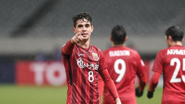 SHANGHAI, CHINA - FEBRUARY 20: Oscar #8 of Shanghai SIPG celebrates a goal during the 2018 AFC Champions League Group F match between Shanghai SIPG and Melbourne Victory at Shanghai Stadium on February 20, 2018 in Shanghai, China. (Photo by VCG/Getty Images )
