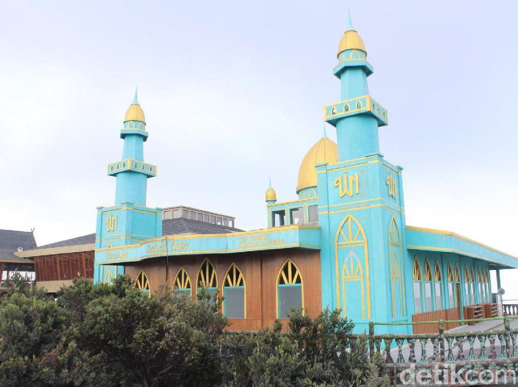 Dekat Bibir Kawah, Masjid Ini Nyaris Tak Terkena Abu Tangkuban Perahu