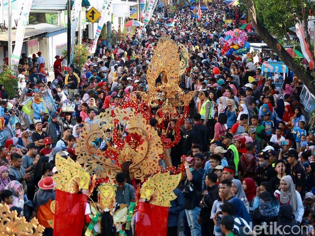 Gelaran Banyuwangi Ethno Carnival Jadi Berkah Bagi PKL dan Pelaku Wisata