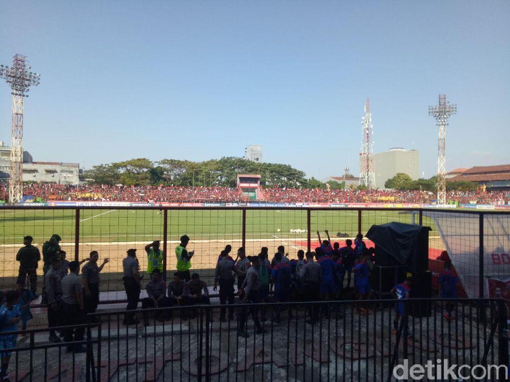 Suasana Stadion Saat Final PSM Vs Persija Ditunda