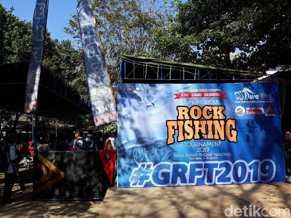 Mantap! Ratusan Orang Adu Skill Mancing di Tebing Pantai Gunungkidul