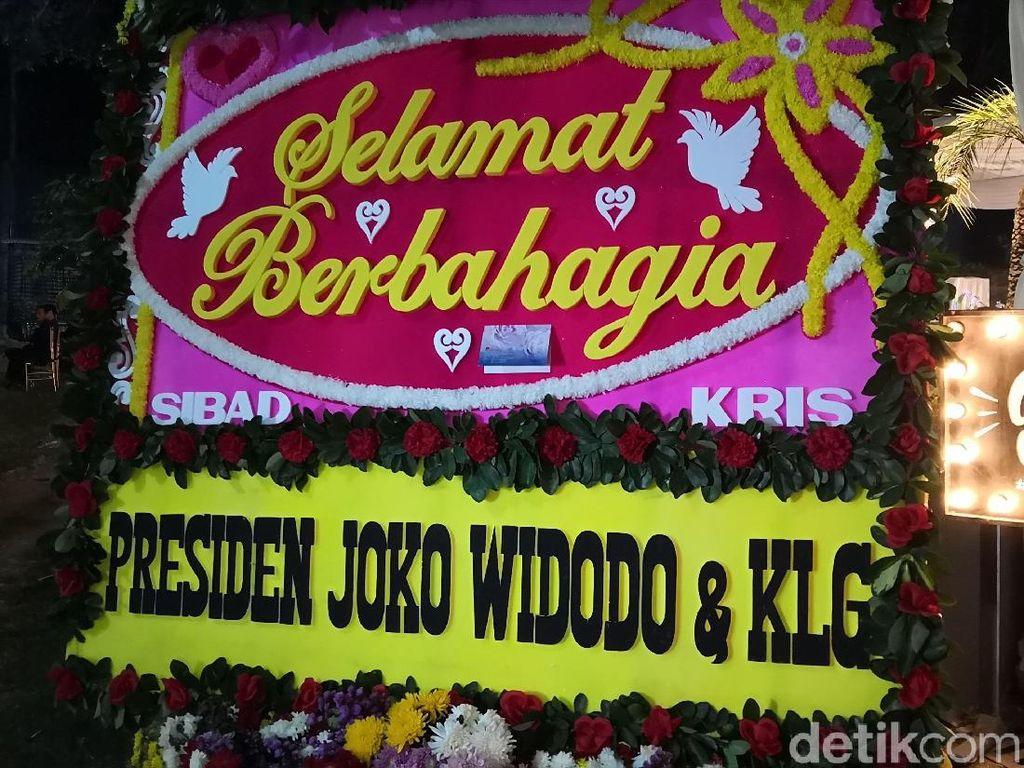 Siti Badriah dan Krisjiana Kaget Dapat Karangan Bunga dari Jokowi
