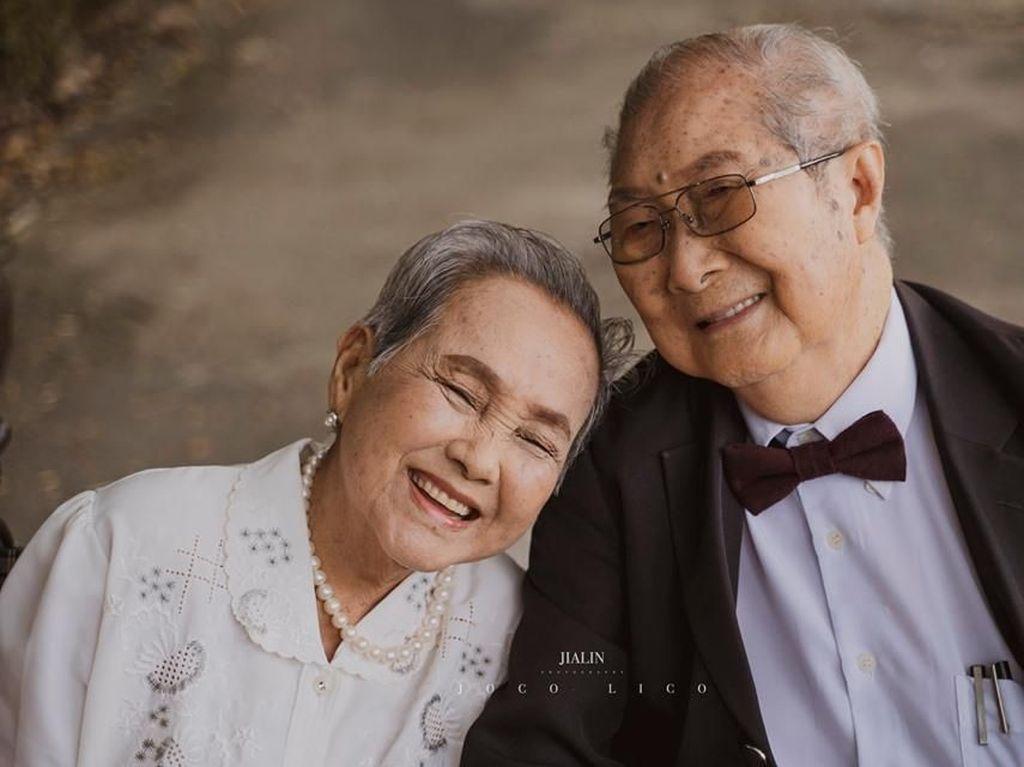 Momen Manis Pasangan Tua Jalani Foto Pernikahan Setelah 66 Tahun Menikah