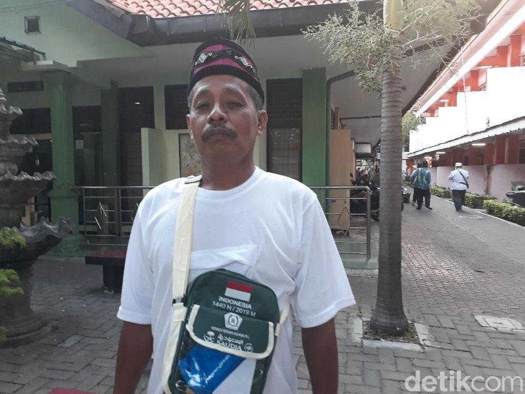 Kisah Perjuangan Pak Kumis, Penjual Pentol Tunaikan Panggilan ke Baitullah