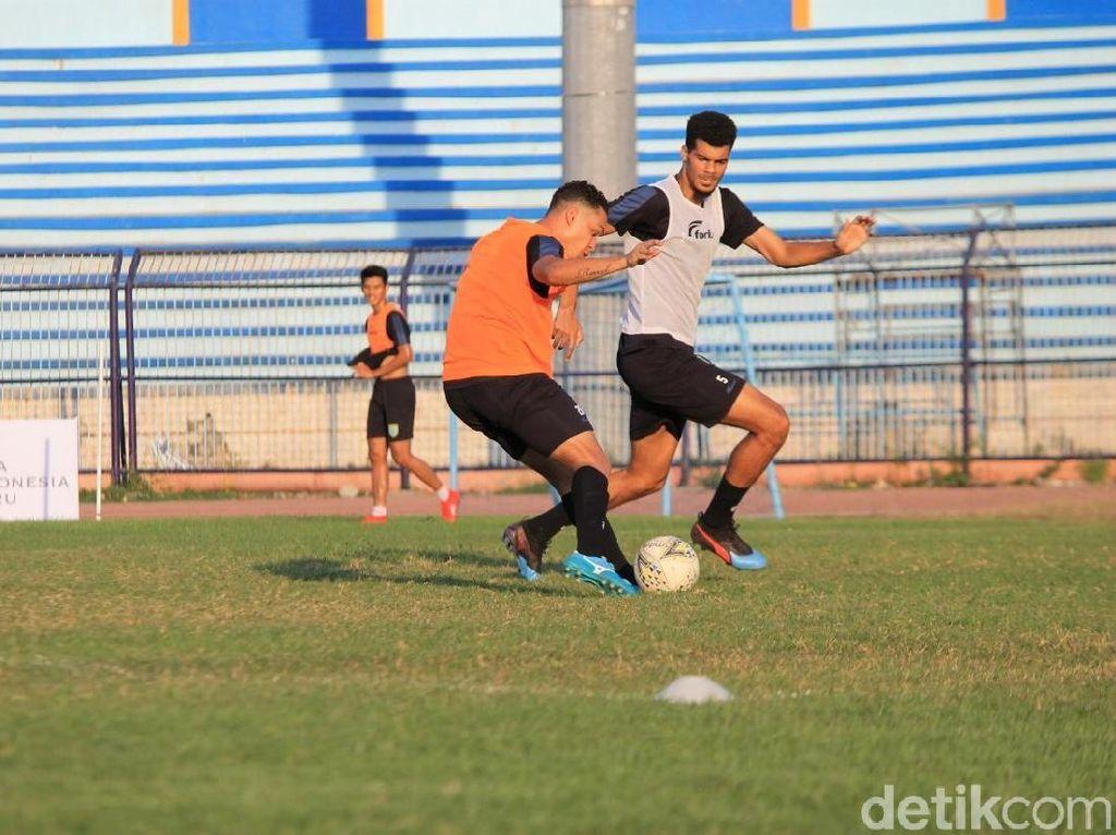 Menantikan Duel Menarik di Persela vs Borneo FC