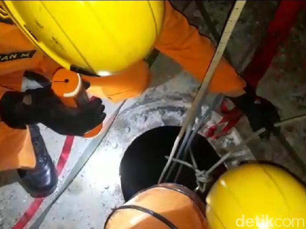 Video Evakuasi 4 Pekerja Perbaikan Tongkang yang Tewas Keracunan