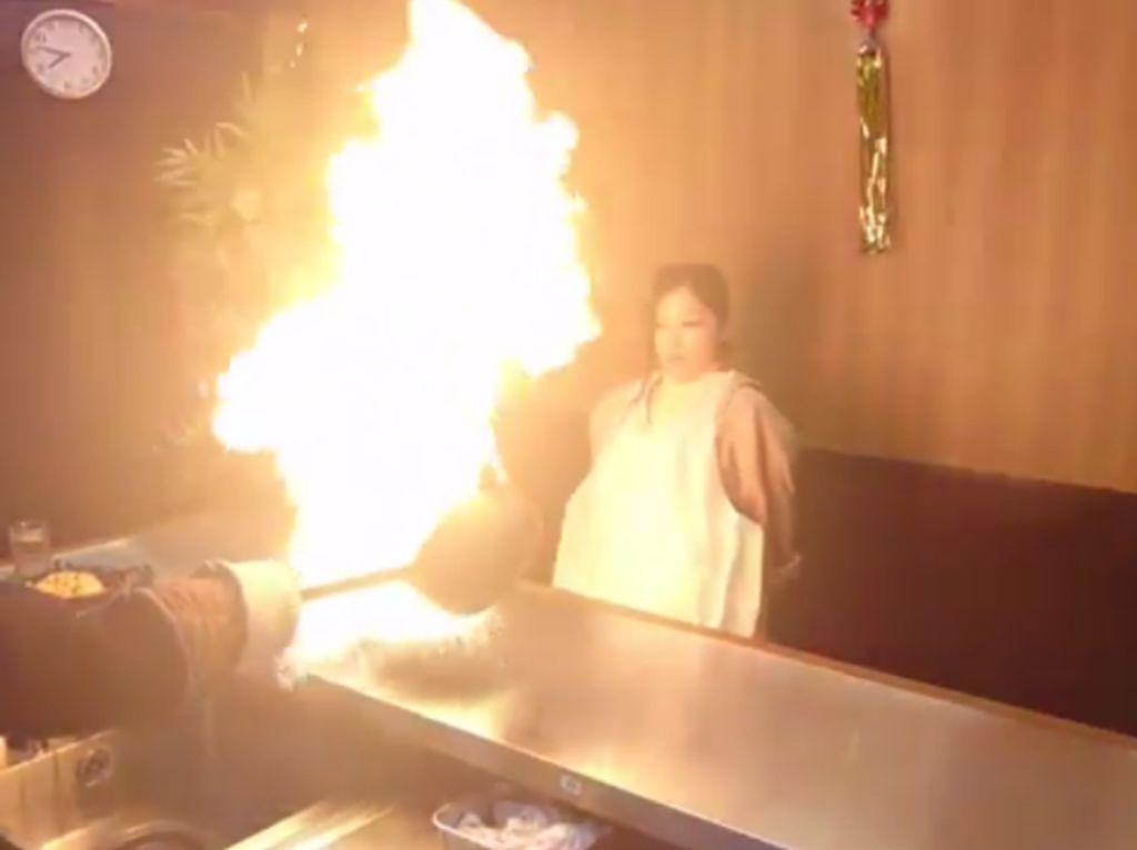 Fire Ramen, Ramen Berkuah Kaldu Api Menyala di Jepang