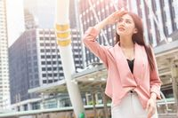 Wanita Batuk Sampai Tulang Retak, Dokter Klaim Akibat Pakai Sunscreen Berlebihan