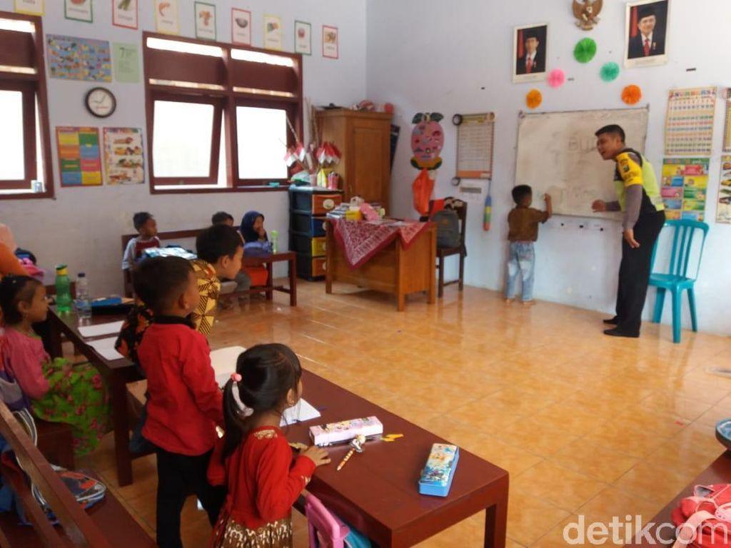 Puluhan Anak-anak Dapat Pengetahuan Rambu-rambu Lalu Lintas