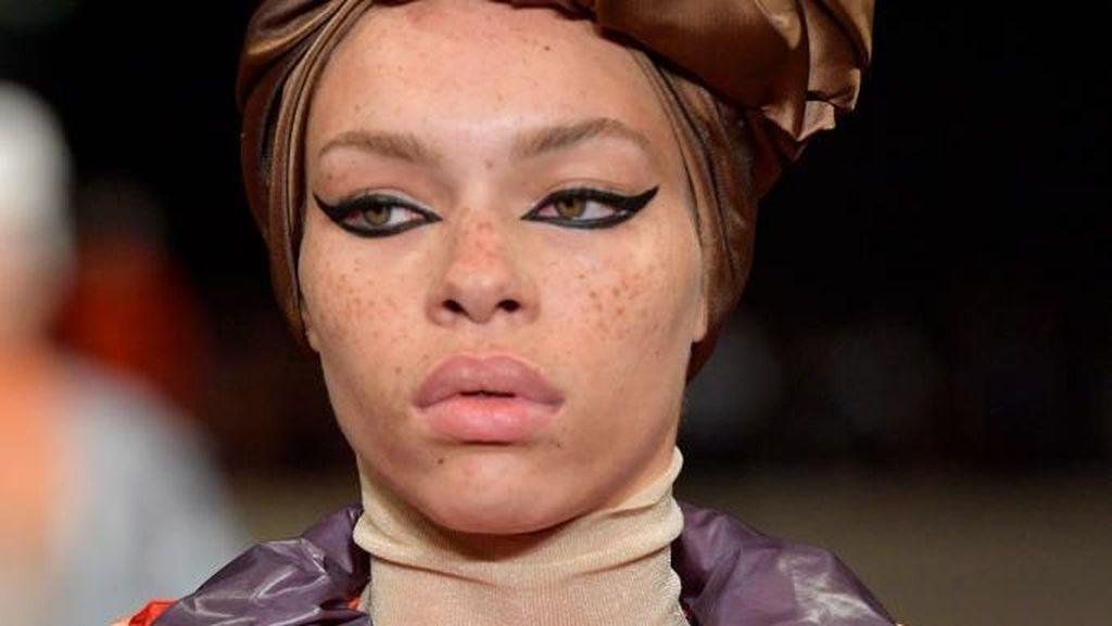 Model Fenty Rihanna Pura-pura Jadi Transgender Agar Tak Di-bully Netizen