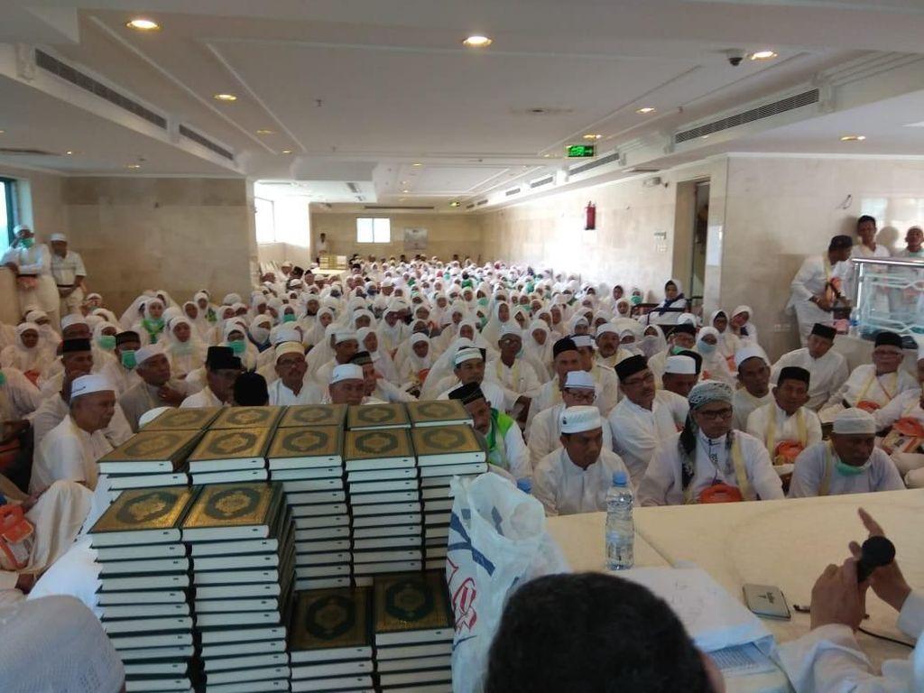 Jemaah Haji Aceh Terima Dana Wakaf Baitul Asyi Rp 4,5 Juta di Mekah