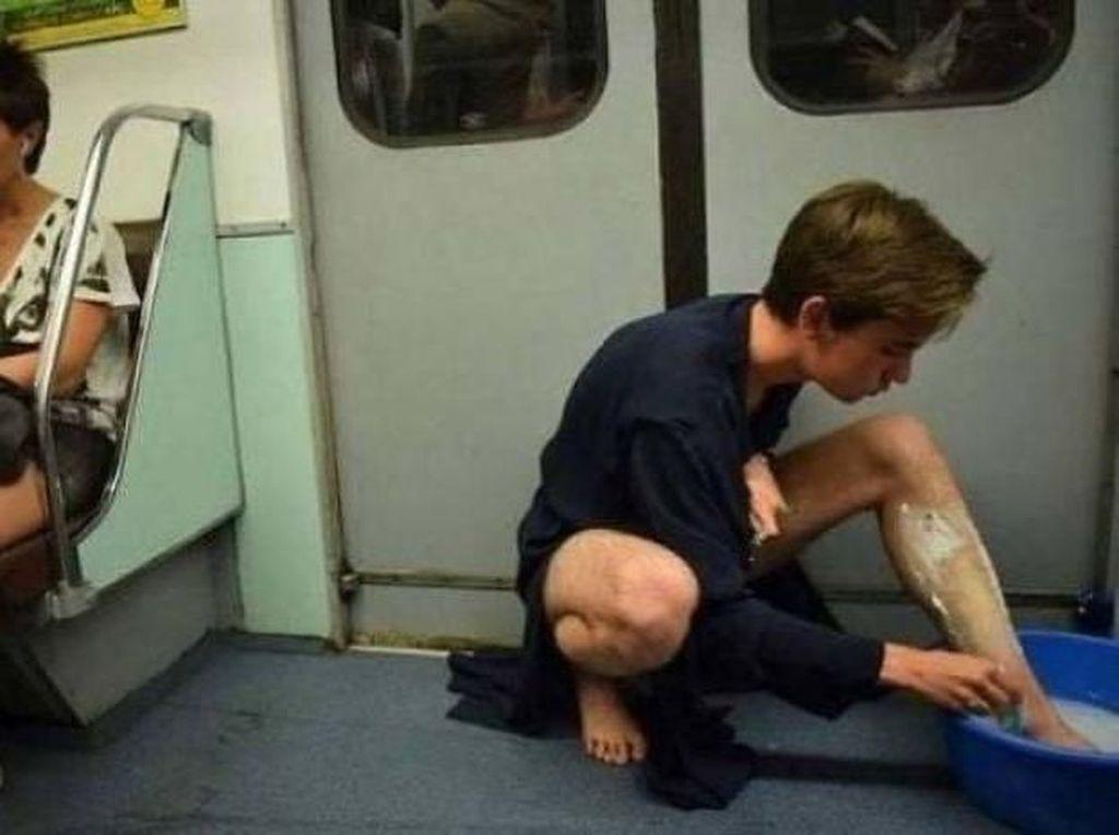 Percaya Nggak Percaya, Kejadian Ini Cuma Terjadi di Kereta Bawah Tanah
