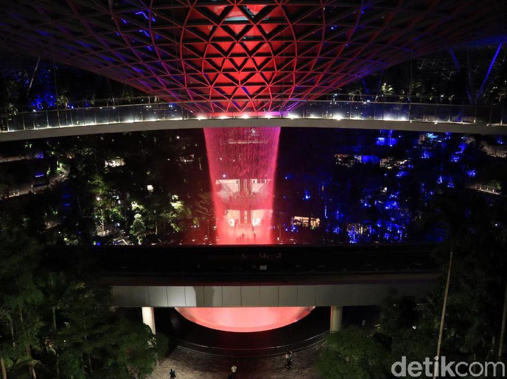 Sisi Lain Jewel Changi di Malam hari