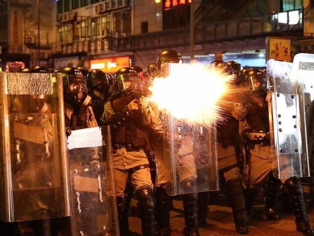 Massa dan Polisi Hong Kong  Kembali Bentrok