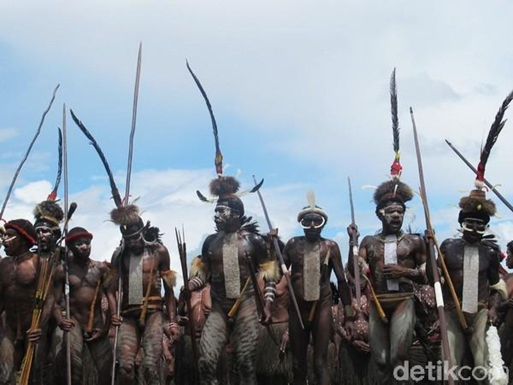 Bagaimana Hukumnya Jika Orang Non Papua Pakai Koteka?