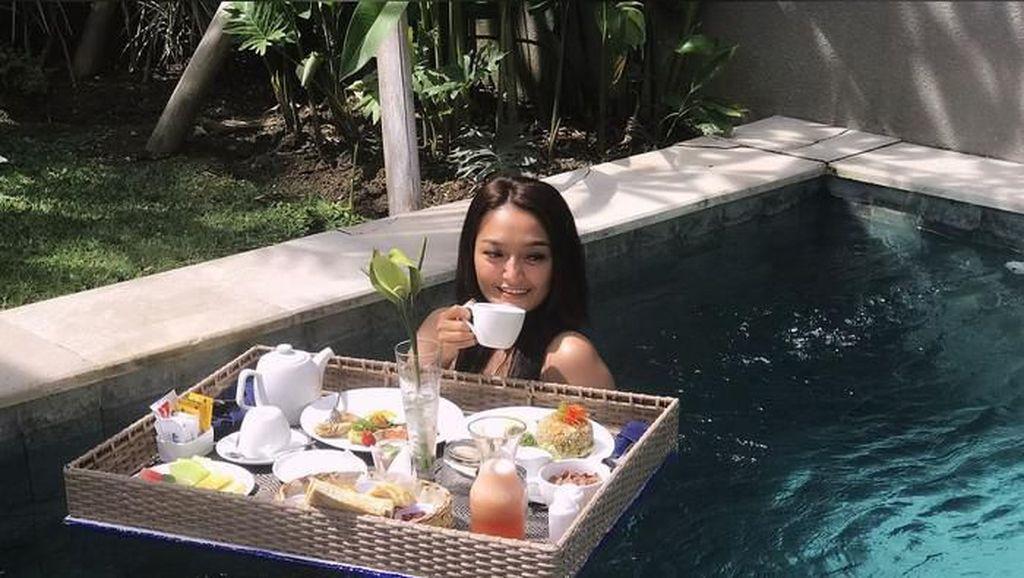 Manisnya Gaya Biduan Dangdut yang Doyan Ngopi hingga Minum Thai Tea