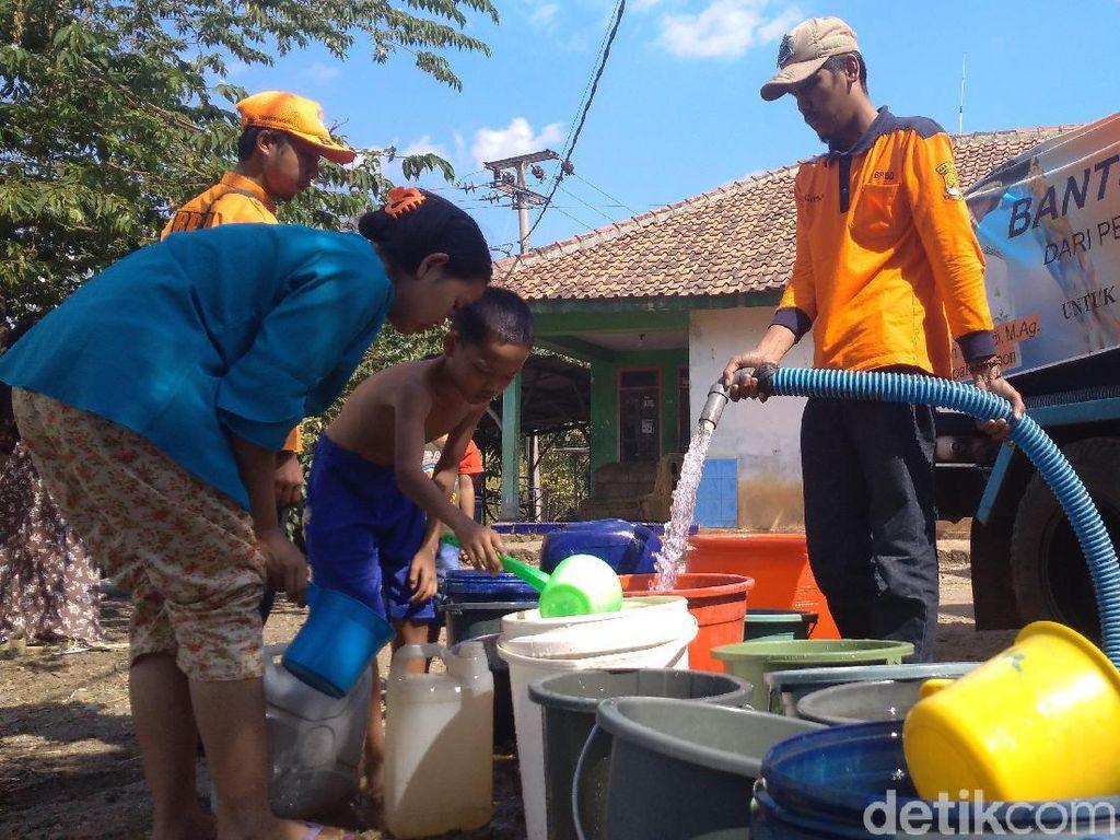 3 Bulan Kekeringan, Ribuan Warga Plaosan Cirebon Butuh Air Bersih