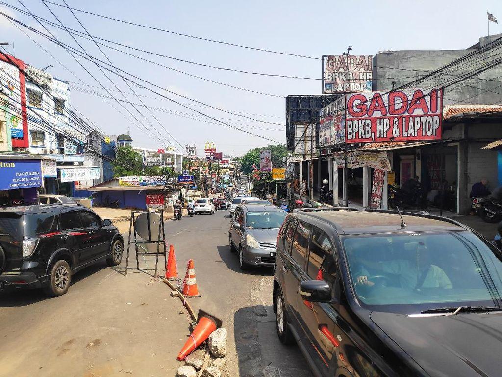 Dampak Perbaikan Jembatan, Polisi Rekayasa Lalin di Jalan Raya Sawangan