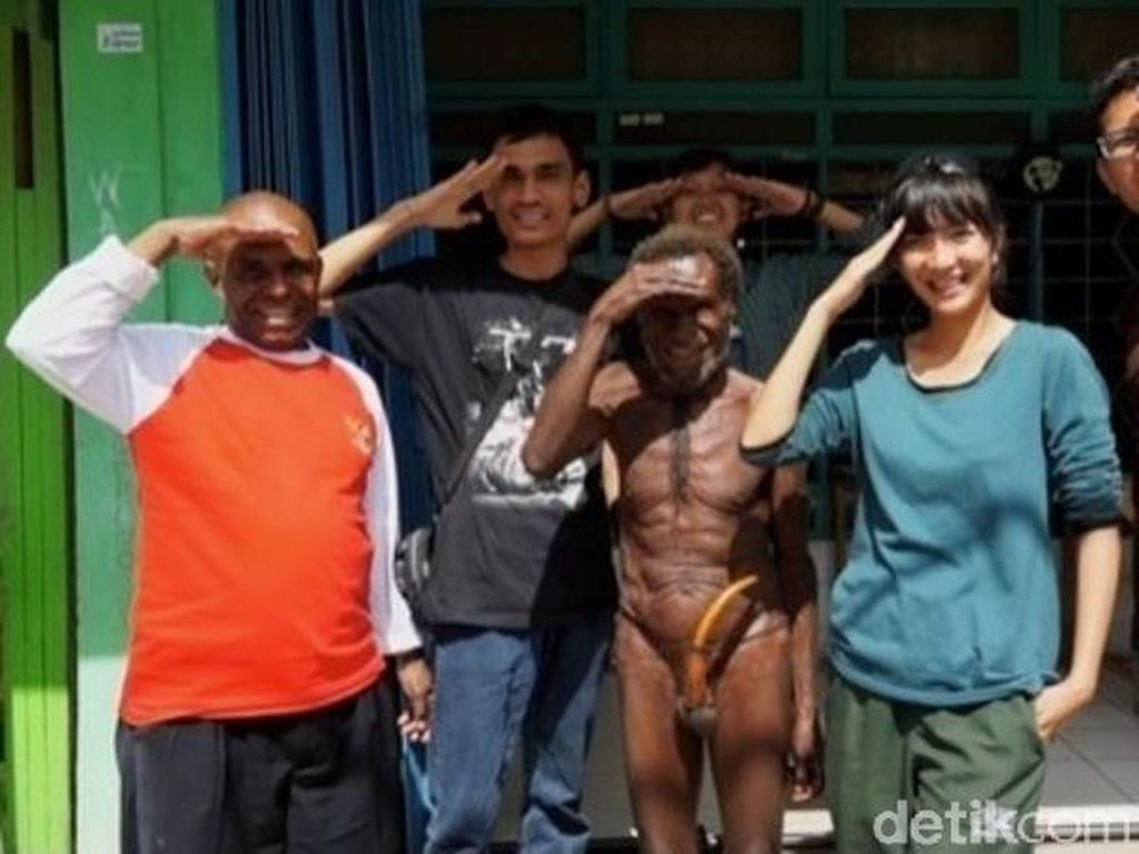 Memakai Koteka, Bangga Jadi Bagian Indonesia