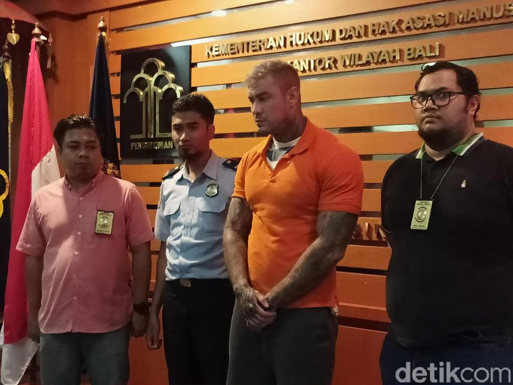Model Ganteng Buron Polisi Inggris Overstay 151 Hari di Bali
