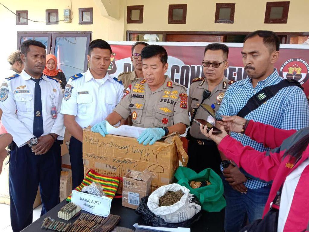 Polisi Amankan Kiriman Paket Puluhan Peluru dan Ganja di Bandara Wamena