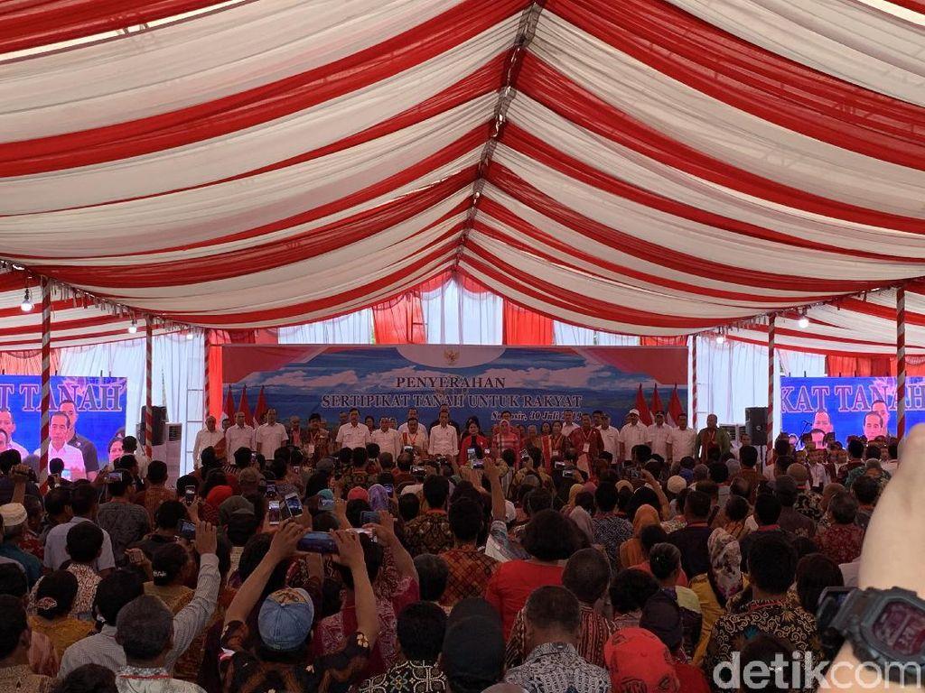 Jokowi Bagikan 1.000 Sertifikat Tanah ke Warga Samosir