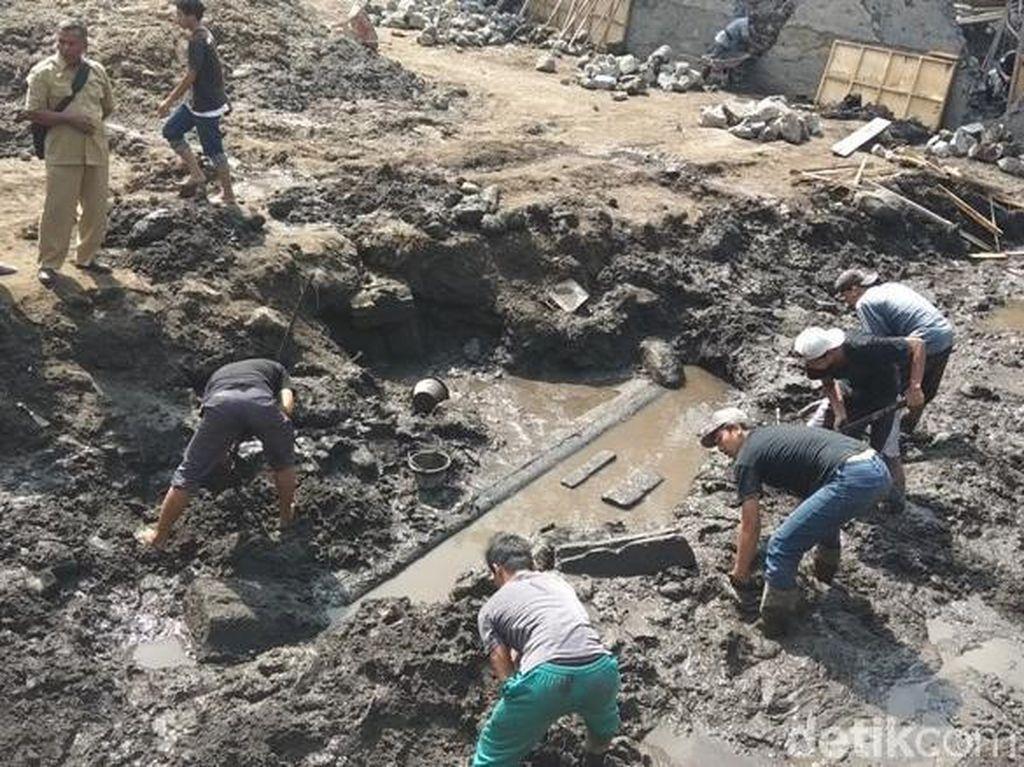 Video Ditemukan Fondasi dan Relief Candi Baru di Magelang
