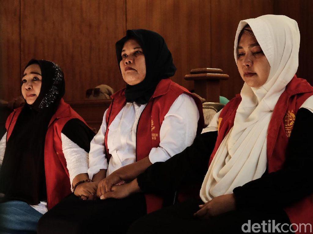 Divonis 6 Bulan Penjara, 3 Emak PEPES Karawang Bebas 24 Agustus 2019