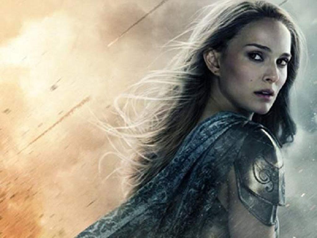 Selain Captain America, Jane Foster Dipercaya Bawa Mjolnir