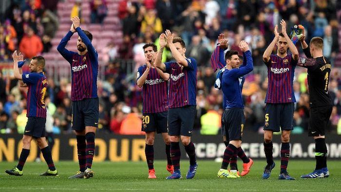 Barcelona disebut akan rasakan tekanan yang lebih tinggi. (Foto: Alex Caparros / Getty Images)