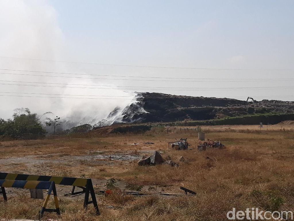 Hampir 24 Jam, Kebakaran di TPA Putri Cempo Solo Belum Padam