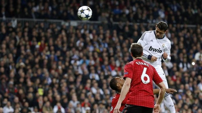 Rekor sundulan Ronaldo dijadikan sayembara. (Foto: Cesar Manso / AFP)