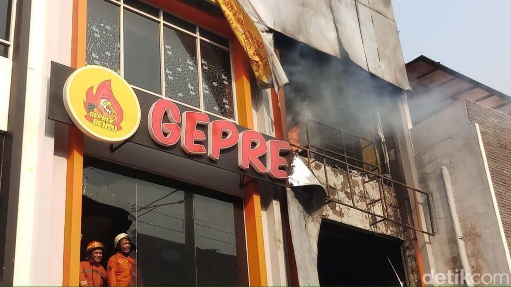 Penampakan Kebakaran di Geprek Bensu Fatmawati