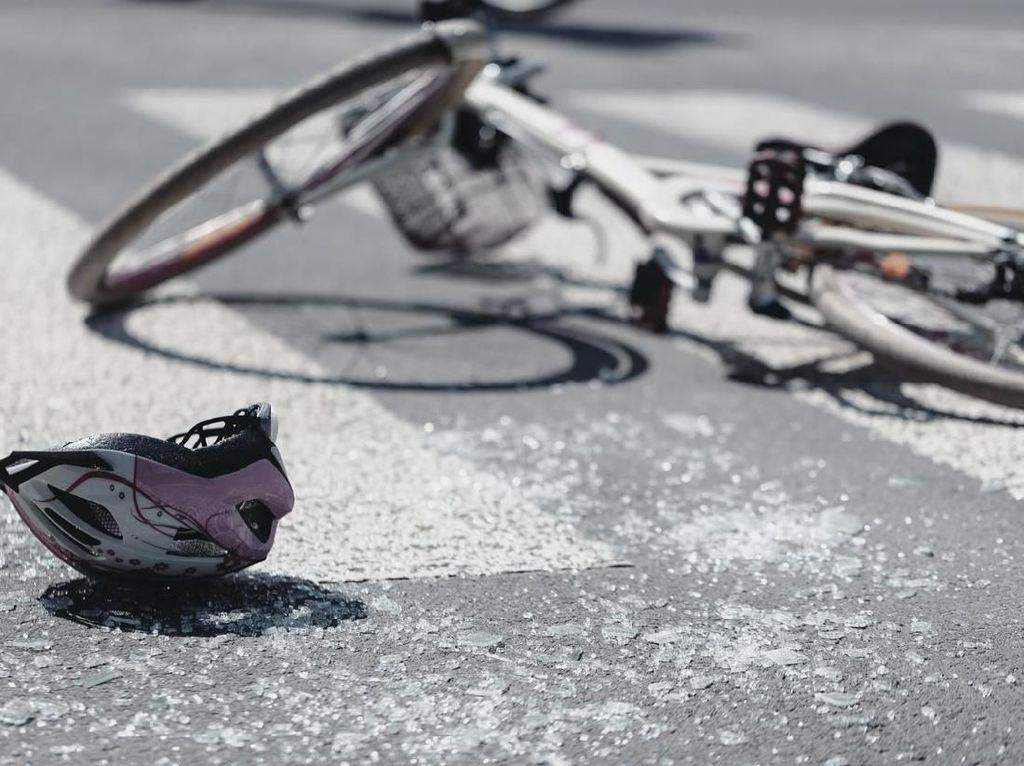 Gir Sepeda Nyangkut di Mr P, Terselamatkan oleh Pemadam Kebakaran