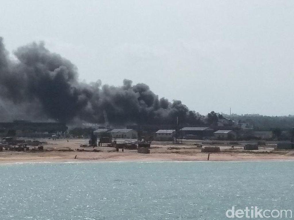 Video Kapal KN Sembilang Terbakar di Perairan Tj Balai Karimun