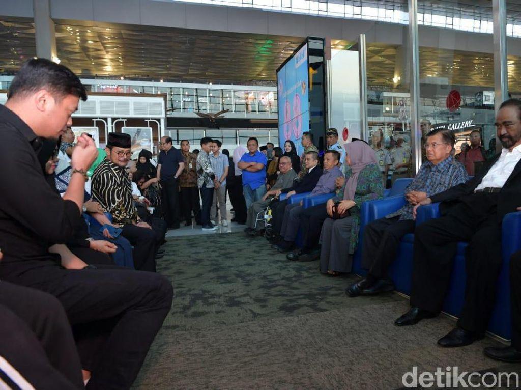 JK Melayat Jenazah Ichsan Limpo di Bandara Soekarno-Hatta