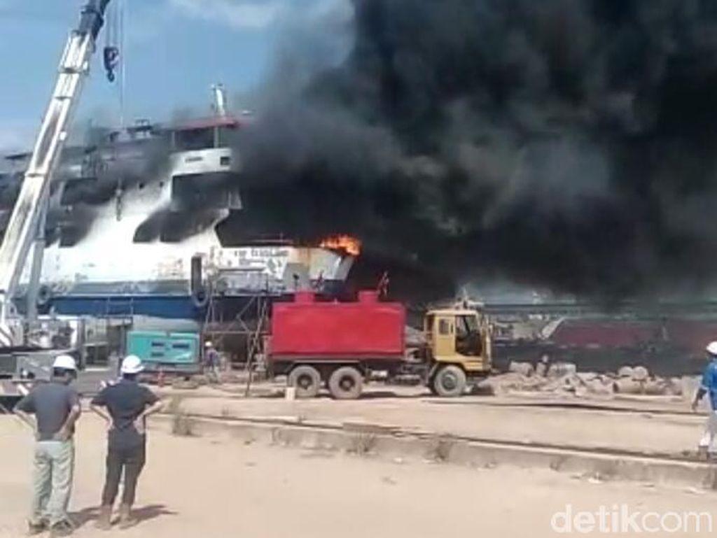 2 Orang Tewas, Ini Penampakan Kebakaran KM Sembilang di Karimun