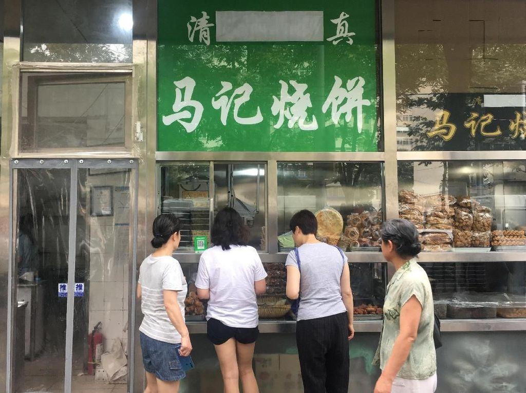 Penampakan Toko di China yang Hapus Logo Halal