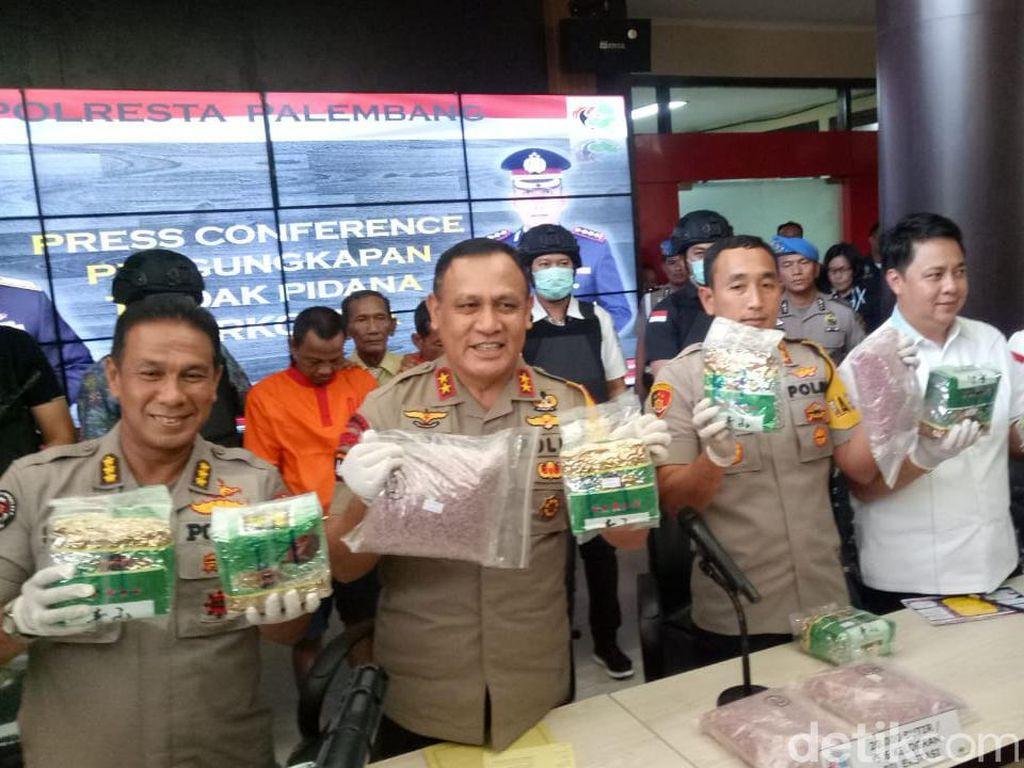 Polisi Sita 13 Kg Sabu dan 20 Ribu Ekstasi dari Bandar Asal Palembang