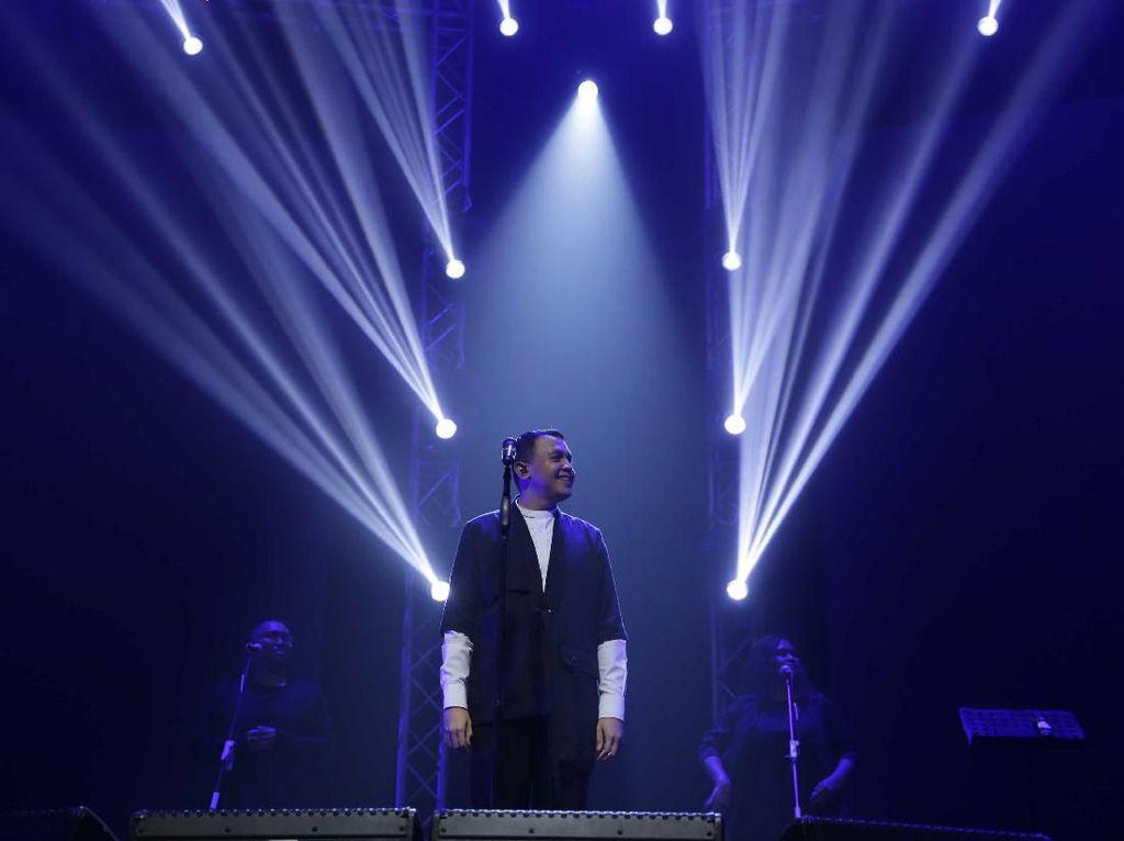 Tulus Sukses Siasati Megahnya Konser Jadi Begitu Intim