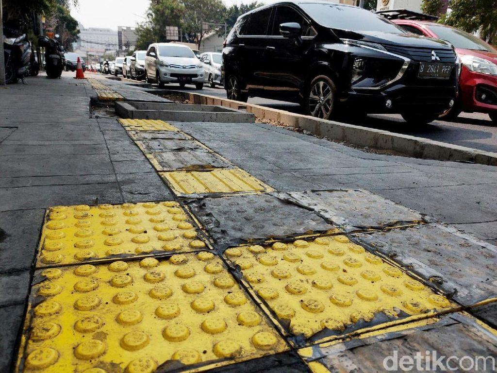 Kemacetan Mengular di Cikini Imbas Proyek Trotoar