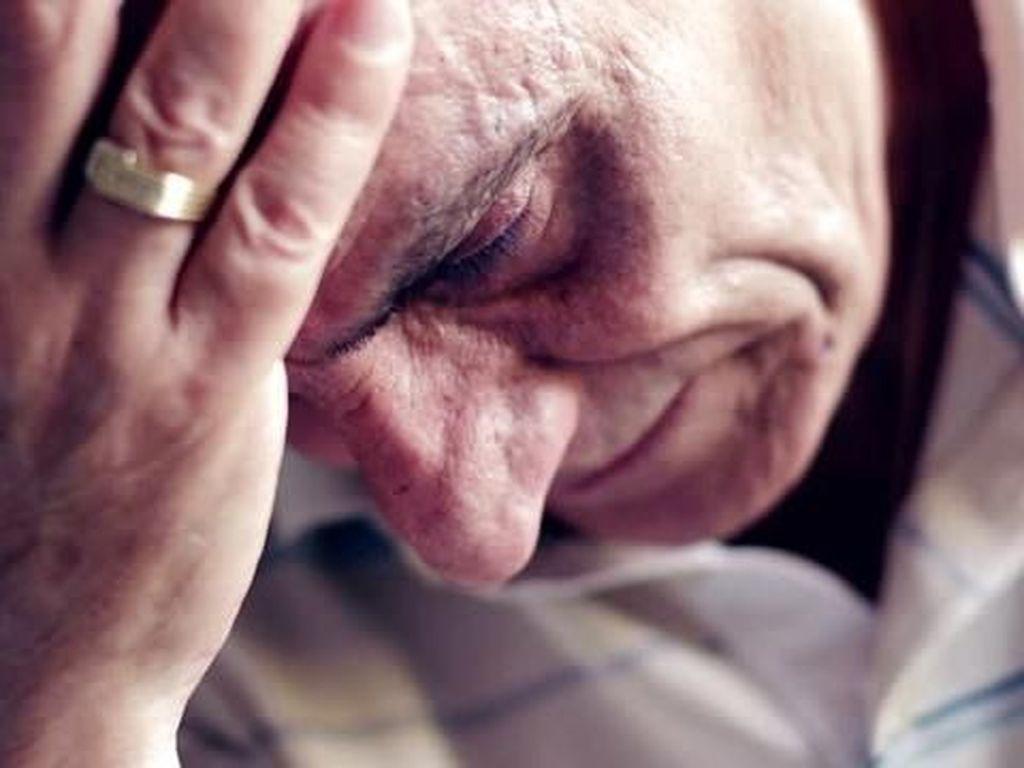 Kesal Karena Berisik, Kakek Ini Siram Air Pengunjung Restoran