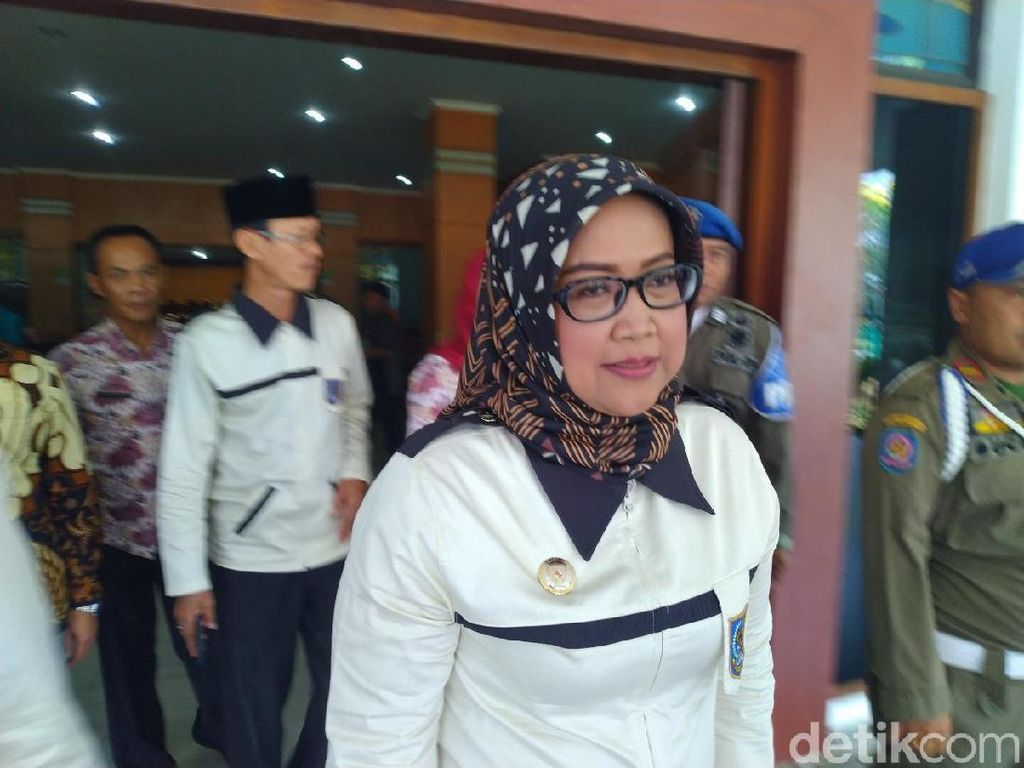 Bupati Bogor ke PNS: Lihat Tas Anak, Bawa Buku atau Celurit