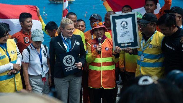 Bangga! WASI Raih Guinness World Record Rangkaian Penyelam Terpanjang