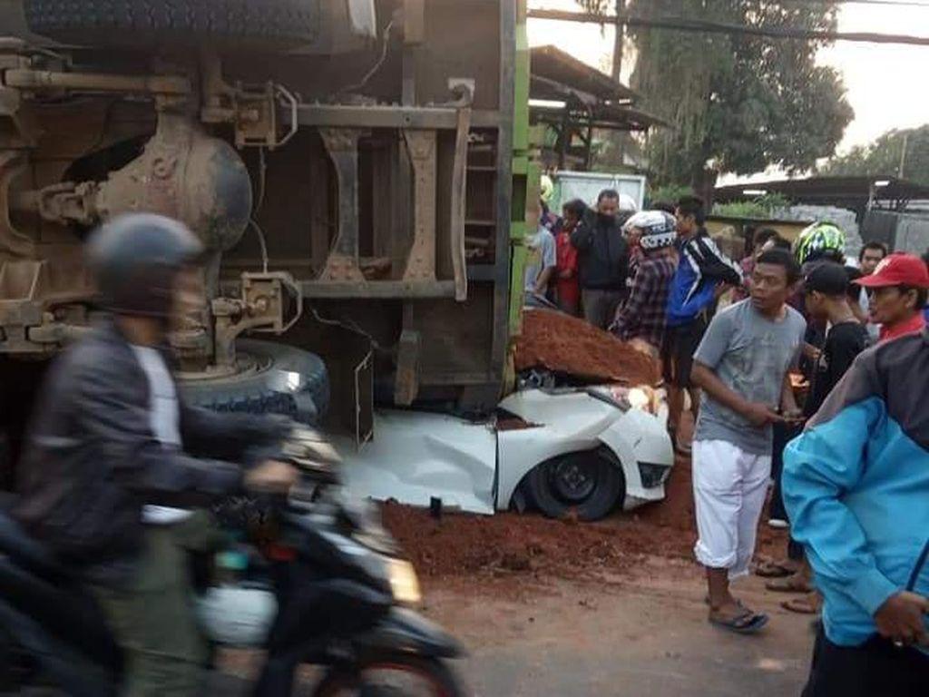Jadi Tersangka, Sopir Truk Timpa Mobil di Karawaci Tangerang Ditahan