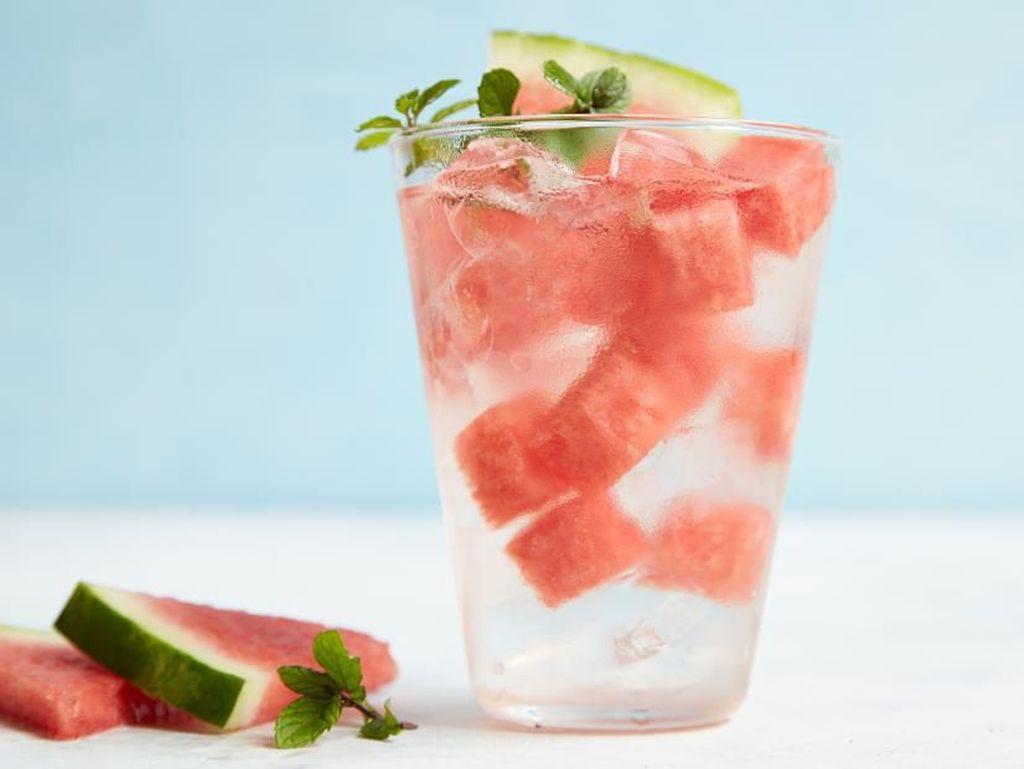7 Minuman Rendah Kalori yang Sehat dan Cocok untuk Diet