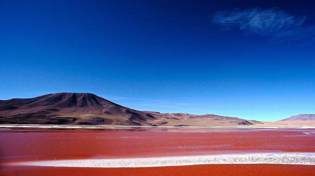 Foto: Danau Darah yang Cantik Sekaligus Beracun
